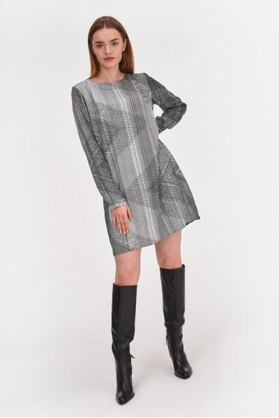 Sukienka o prostym kroju