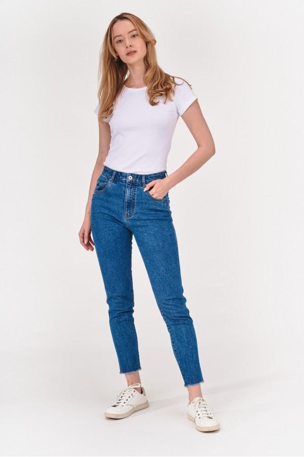 Jeansy w klasycznym odcieniu denimu