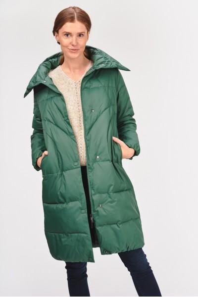 Pikowany płaszcz z kołnierzem