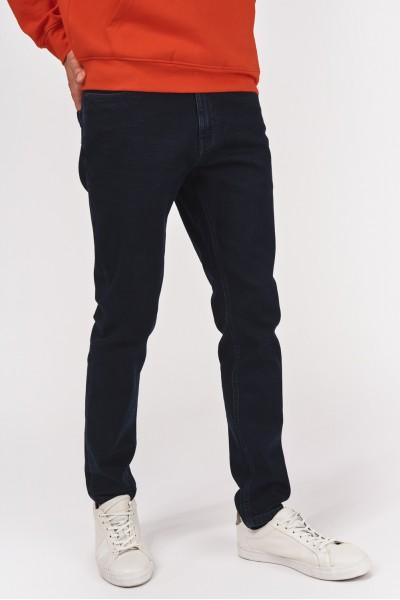 Jeansy w odcieniu ciemnego denimu