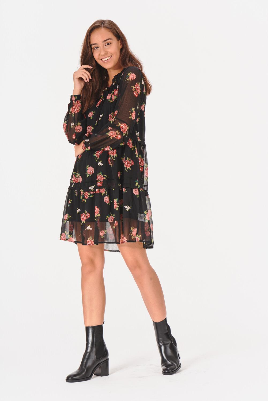 Zwiewna sukienka z falbanką