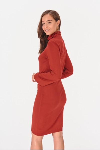 Sukienka z bufiastymi rękawami