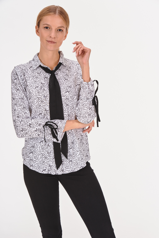 Koszula z luźnym wiązaniem przy szyi