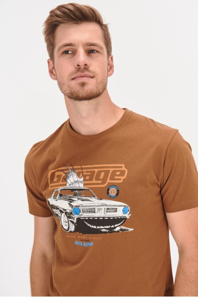 T-shirt z samochodowym nadrukiem