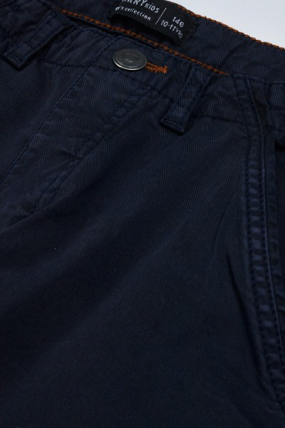 Spodnie z kieszeniami na nogawkach