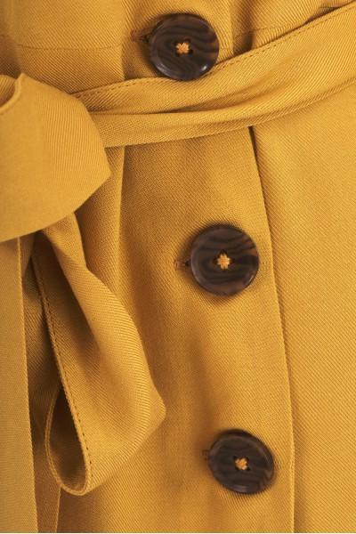 Kopertowa sukienka z guzikami