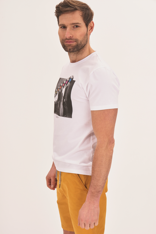 Koszulka z abstrakcyjnym nadrukiem
