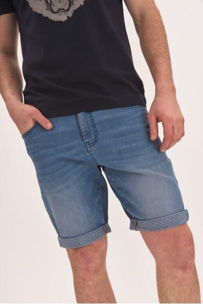 Jeansowe szorty z podwijanymi nogawkami