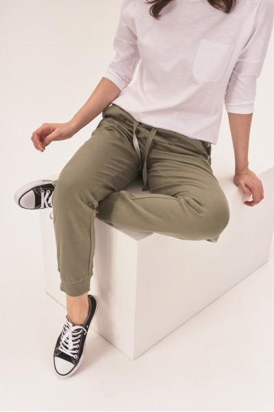 Dresowe spodnie z lamówką