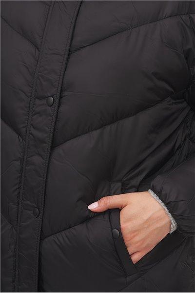 Płaszcz w wysoką stójką